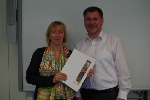 Schulleiterin Bode-Vogt und Elternvertreter Jassner freuen sich über die erfolgreiche Inspektion